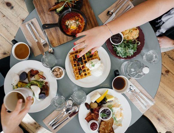 Meniu mic dejun in Bucuresti