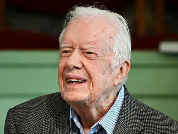 Fostul presedinte Jimmy Carter intra in spitalul de chirurgie pentru a calma presiunea din creier
